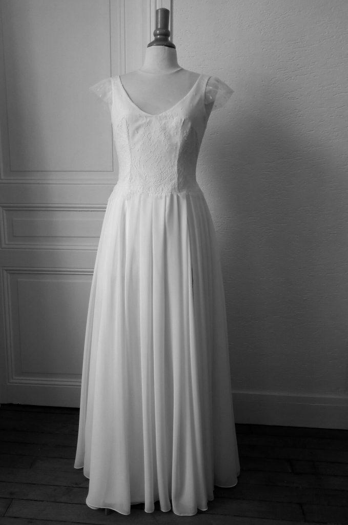 La robe sur mesure terminée, en attente de sa mariée!